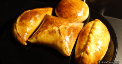 Pirozhki with onion leaves and eggs, easy recipe