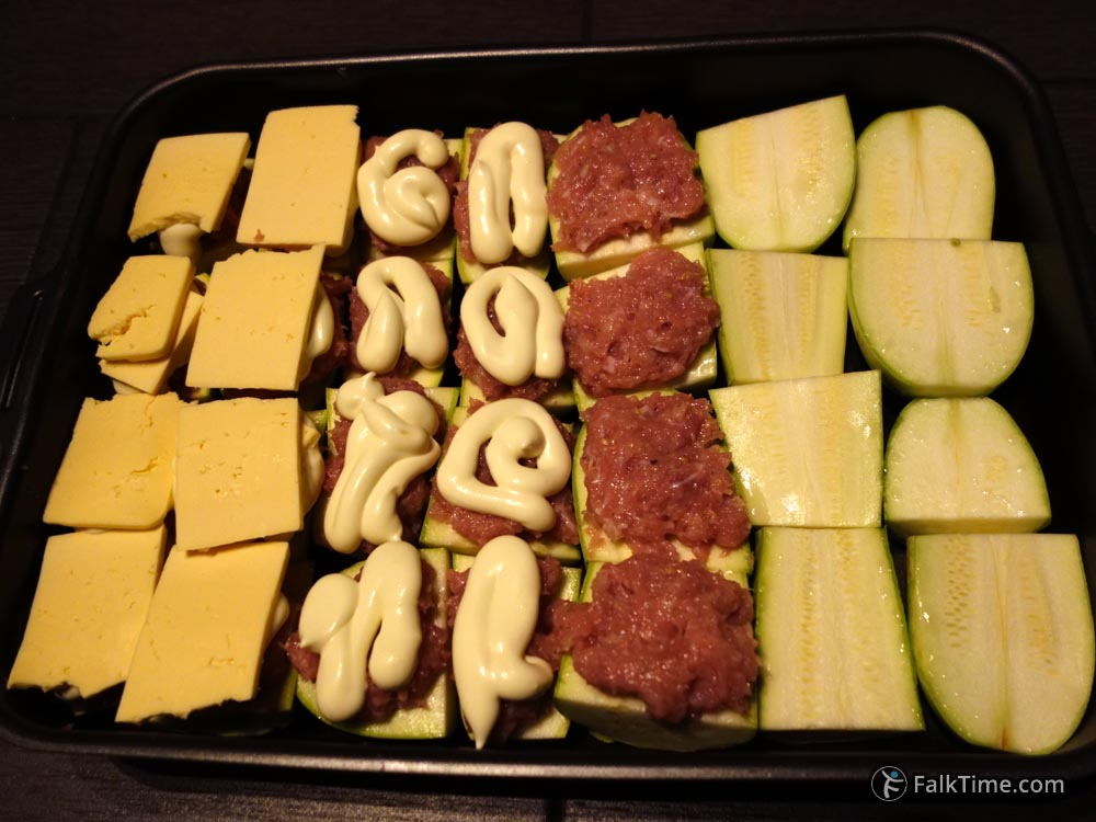 Courgettes baked with meat and cheese: all stages