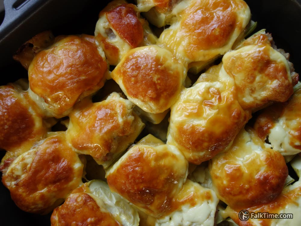 Courgettes baked with meat and cheese